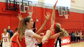 McGill Martlets masterful as Laval ladies left lingering in college hoops